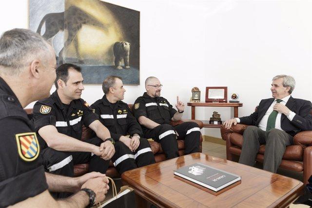 Reunión de Rafael de la Sierra con miembros de la UME