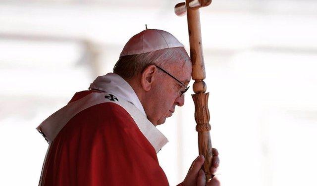 El Papa Francisco durante la celebración de una misa esta Semana Santa