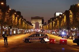 Un policía muerto en un atentado en París reivindicado por Estado Islámico