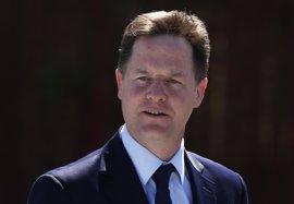"""Nick Clegg considera """"esencial"""" para Reino Unido que May no gane las elecciones """"por goleada"""""""