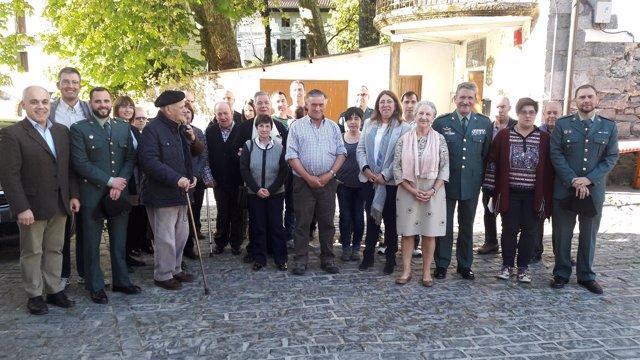 Homenaje de la Guardia Civil a la Sociedad Larea Elkartea de Leitza.