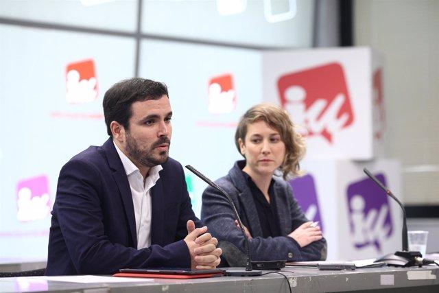 Alberto Garzón y Marina Albiol ofrecen una rueda de prensa en la sede de IU