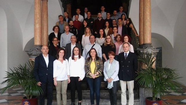 Carrillo (centro) junto a los participantes en el curso