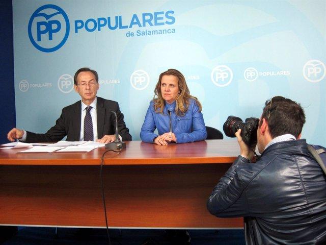 Los Senadores Populares Por Salamanca Gonzalo Robles Y Esther Del Brío