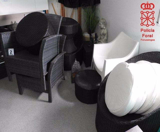 Mobiliario del jardín sustraído por el detenido