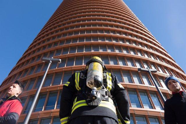 Cronosubida De Equipos De Bomberos En Torre Sevilla