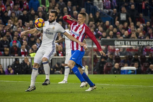Nacho y Fernando Torres (Atlético de Madrid - Real Madrid)