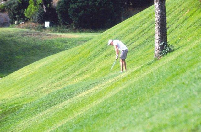 Golfista en un campo de golf