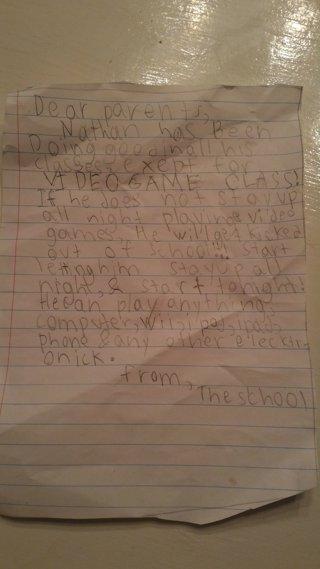 La nota falsa del colegio que dio un niño a sus padres para jugar a videojuegos