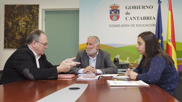 Ruiz se reúne con el alcalde de Campoo de Yuso