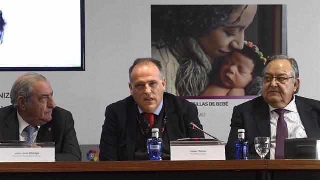 Javier Tebas en la entrega de fondos del Champions for life