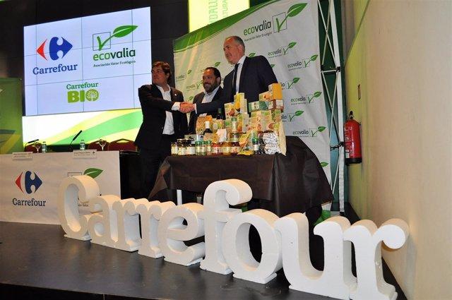 Carrefour y Ecovalia firman un convenio.