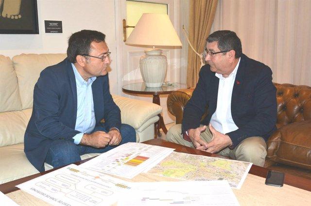 Heredia y Moreno Ferrer en una reunión
