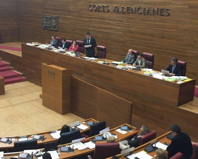Morera lee la declaración instituciónal de rechazo a los PGE