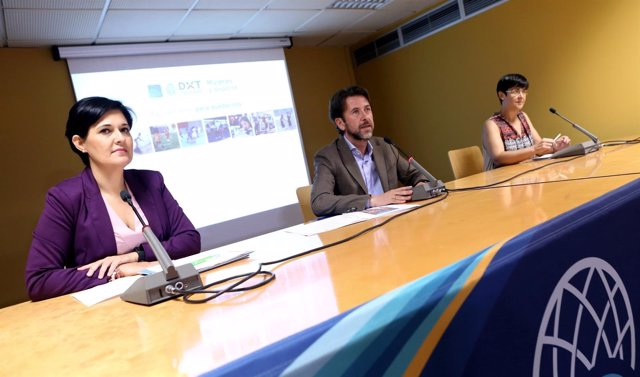 Nota De Prensa Y Fotografías: Ii Mujeres Y Deporte Presentación