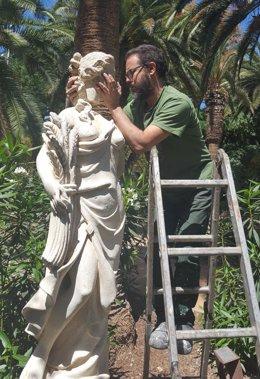 Reparación de la escultura