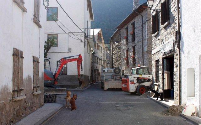 Obras de la calle Mayor de Villanúa (Huesca)