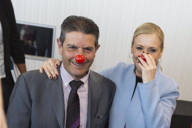 Cifuentes se fotografía con una nariz de payaso de 'Sonrisa Médica'