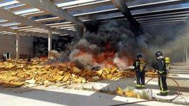 Los bomberos sofocan un incendio en la planta que Dhul dejó a medio construir en la capital jiennense