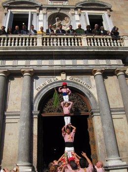 Los Xiquets De Tarragona Y El Conseller J.M.Pelegrí En La Diada Del Vino Novel