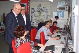 La Junta se interesa por los proyectos innovación social del Guadalinfo de Iznájar (Córdoba)