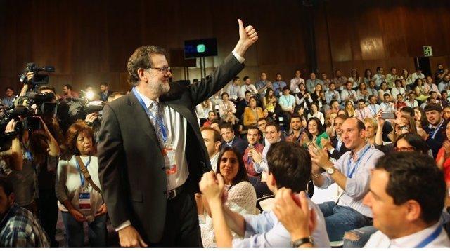 Mariano Rajoy en el congreso de NNGG de Sevilla