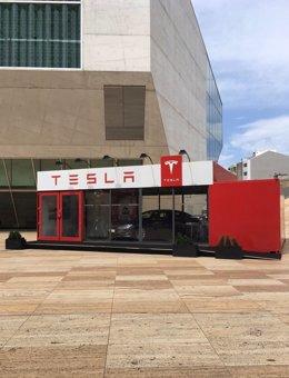 Tienda itinerante de Tesla en Oporto