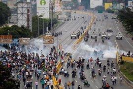 La oposición acusa a los grupos armados de la violencia en las protestas contra el Gobierno de Maduro