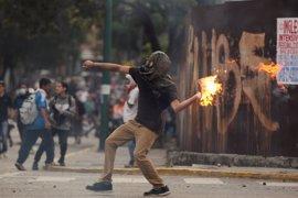 Una decena de muertos y más de mil detenidos por los disturbios en las protestas opositoras en Venezuela