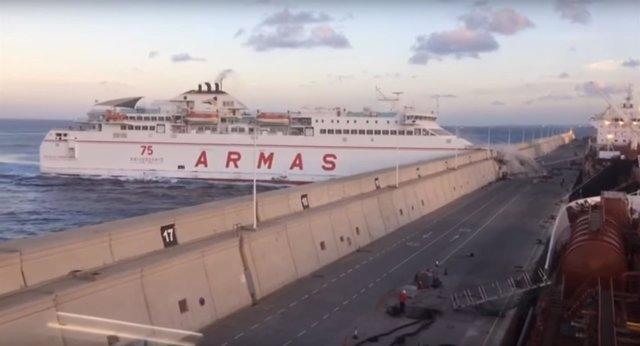 Colisión de un ferry contra el Muelle Nelson Mandela de Las Palmas de Gran Canar