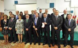 Javier Sierra recibe la Cruz de San Jorge de la Diputación de Teruel