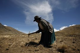 """""""Sembrar agua"""" para combatir los efectos del cambio climático en Bolivia"""