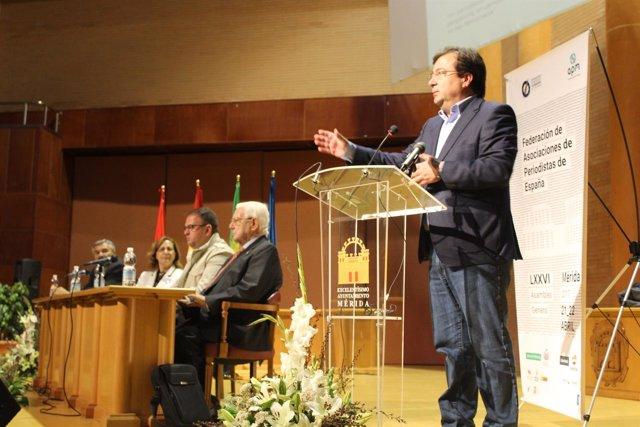 Fernández Vara en la asamblea de la FAPE