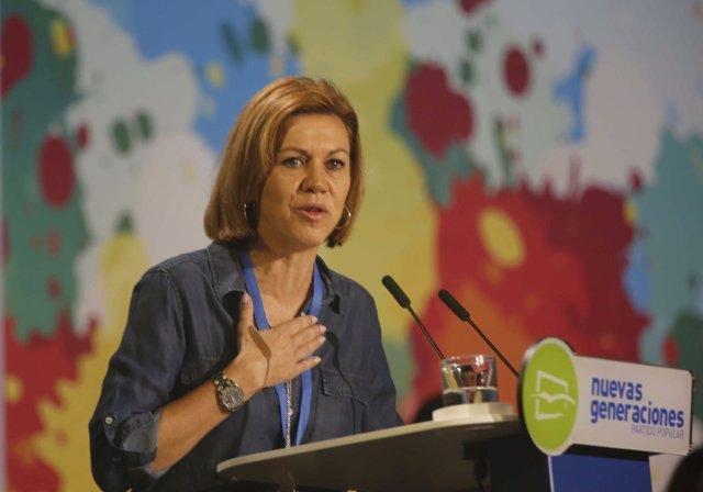 La secretaria general del PP, María Dolores de Cospedal, en el congreso de NNGG