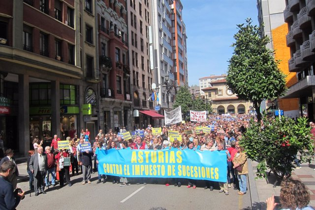 Manifestación contra el Impuesto de Sucesiones en Oviedo.