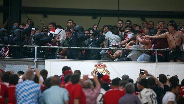 Real Madrid Bayern Múnich policía actuación policial antidisturbios aficionados