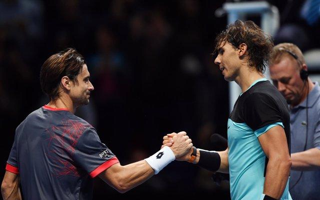 Nadal y Ferrer se dan la mano en la red del torneo de Londres