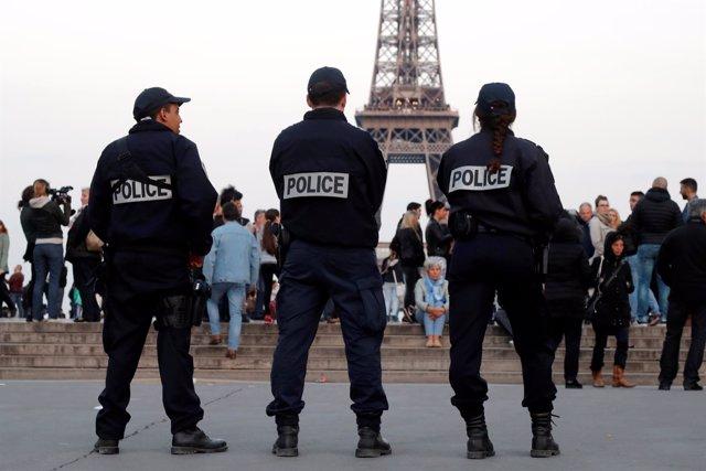 Policía en Trocadero (París)