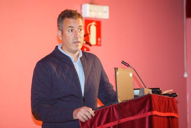 Mikel Izquierdo Redín, catedrático de la UPNA