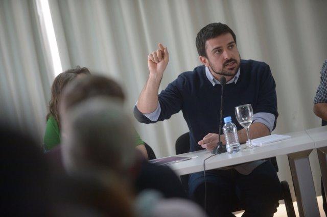 Inscritos en Podemos decidirán si quieren una moción de censura contra Cifuentes