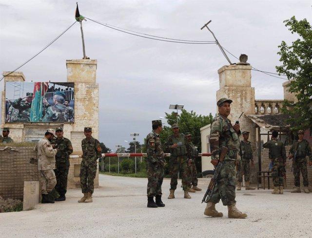 Base militar afgana atacada por los talibán en Mazar-i-Sharif