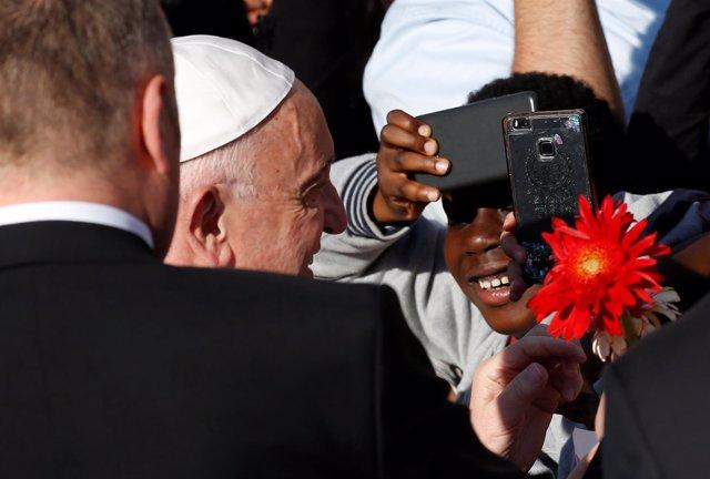 El Papa Francisco visita la basílica de San Bartolomé