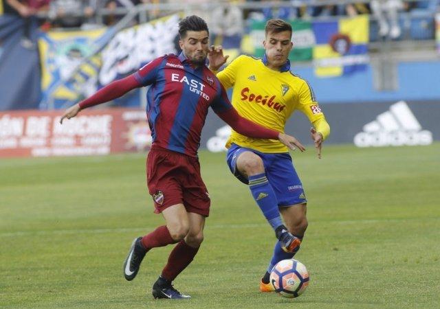 Levante y Cádiz se reparten los puntos en Segunda División