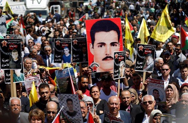 Manifestación de apoyo a presos palestinos en Ramala