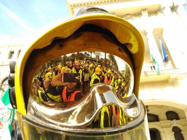 Manifestación de los bomberos de Málaga