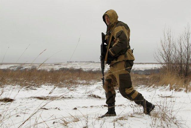 Un soldado separatista prorruso en la región de Luhansk.