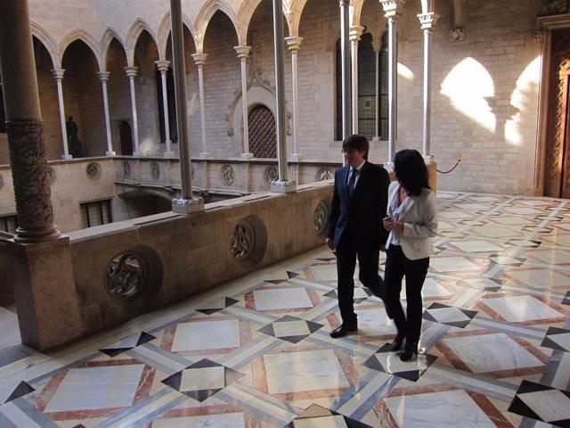 C.Puigdemont acude a la misa de Sant Jordi en la Generalitat