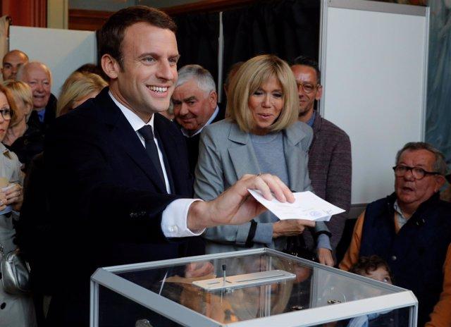 Emmanuel Macron y su mujer, Brigitte Trogneux.