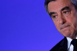 Fillon vota en París sin su mujer tras el escándalo por los empleos ficticios