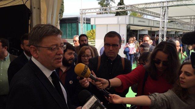 Puig ha visitado la 52 Fira del Llibre de València en el Día de Sant Jordi